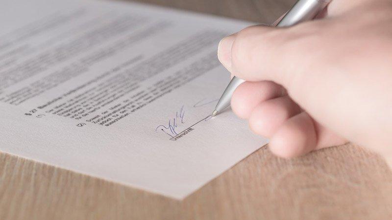 ristrutturare un appartamento: la firma del contratto
