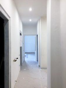 ristrutturare un appartamento: la pittura del corridoio