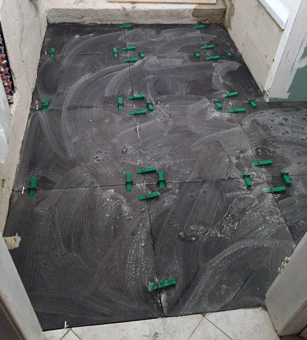 ristrutturare un appartamento: il pavimento del bagno