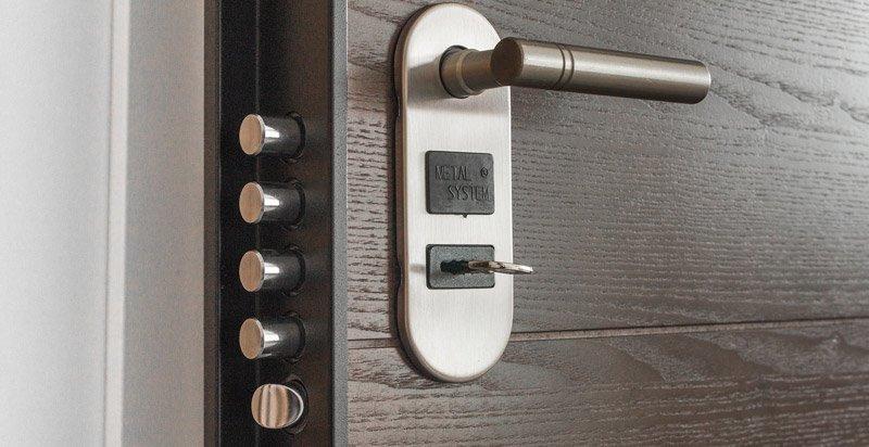 sicurezza passiva: porta blindata