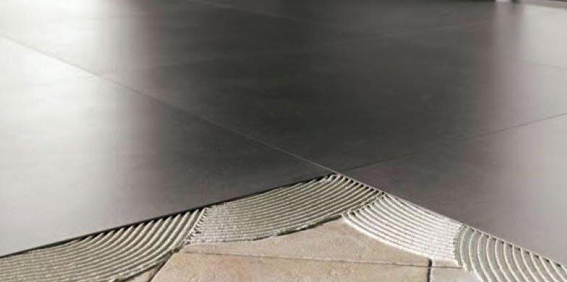 sovrapposizione pavimento: piastrelle sottili